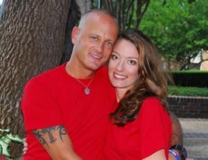 'Vanessa Pitofsky and the Crandall police office, her husband, who  kllled her in cold blood before committing suicide. (From Facebook.com via Dallasnews.com.)