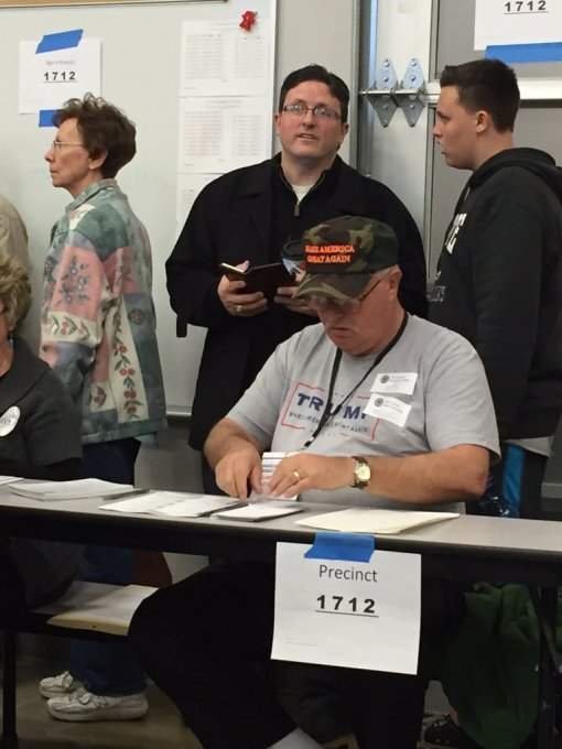 Vote counter at Nevada GOP caucas wears Trump-for-President gear. (From tweet of Rubio-supporter Vic Casderta.